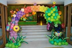 entrance decoration with balloons, decoration entrance, decoration at entrance.