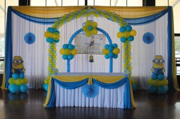 cake table decoration for wedding, cake table decoration with balloons.