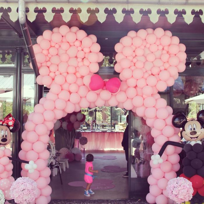 balloons in entrance, helium balloons the entrance, entrance for wedding party.
