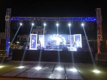 stage-Trust setup with LED wall-110
