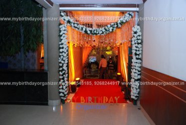 flower and decoration for weddings,a flower balloon decoration,vase and flower decoration.